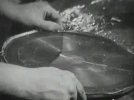 Schallplattenherstellung mit Schellack noch vor dem Vinyl